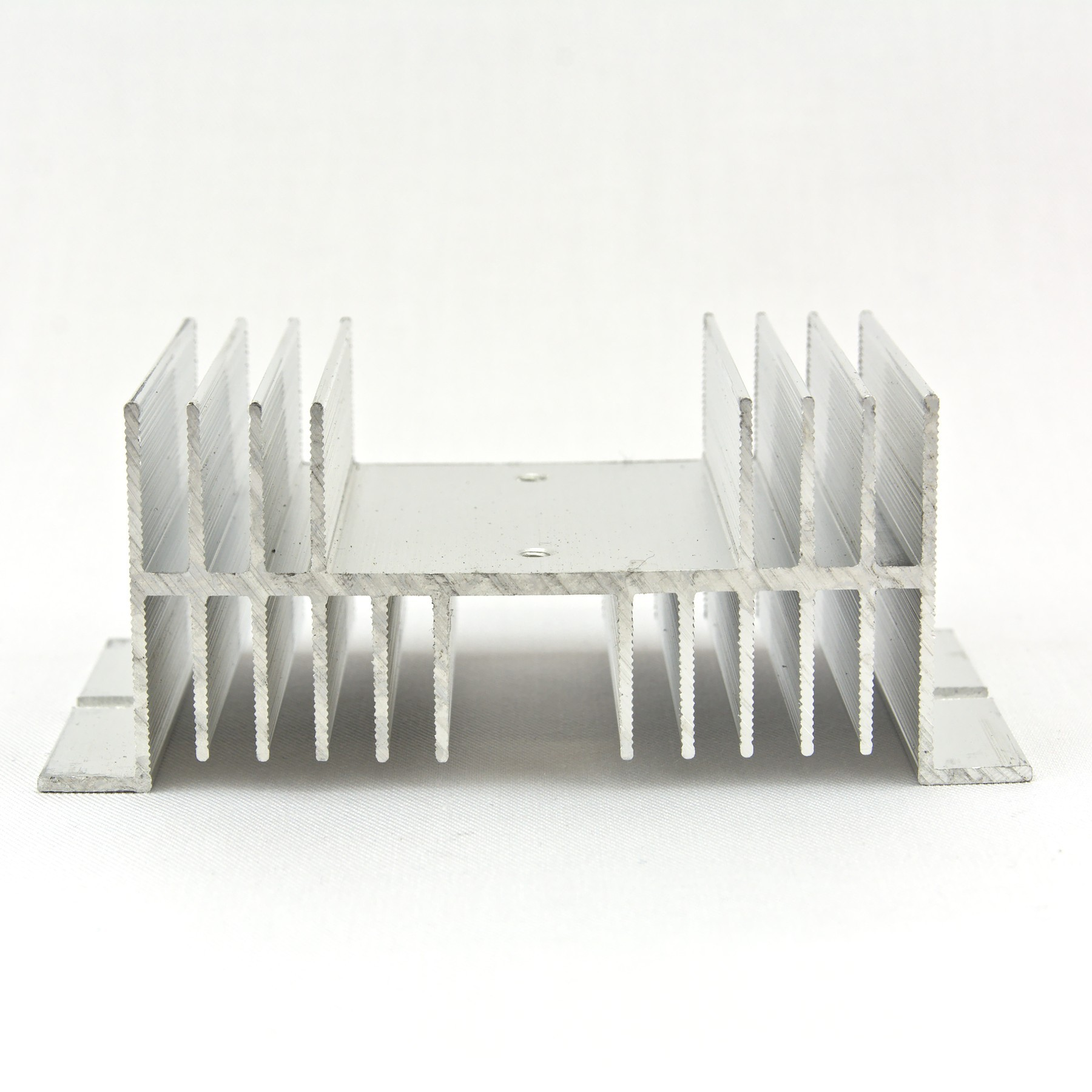 Low profile SSR heat sink
